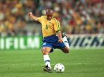 ROBERTO CARLOS - football - foot -france / bresil -coupe du monde 1998 - 12.07.1998 - finale - largeur action