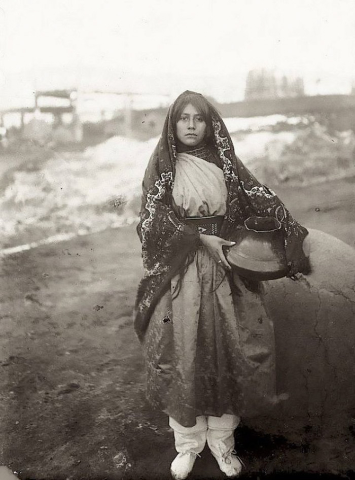 vintage-native-american-girls-portrait-photography-11-575a6e6d7fc0e__700