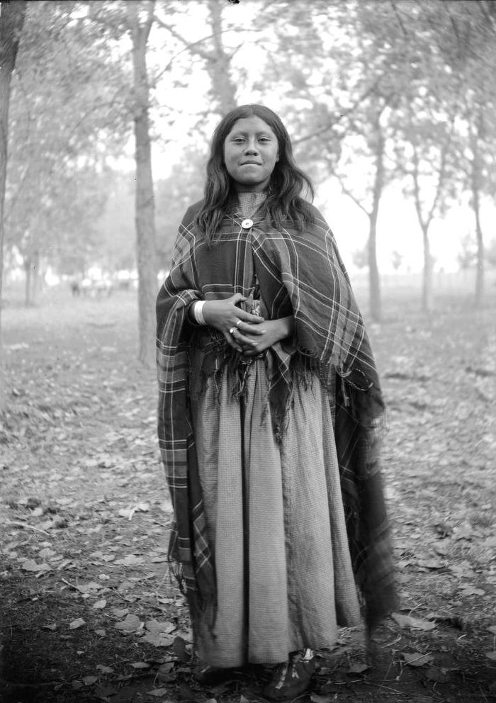 vintage-native-american-girls-portrait-photography-18-575a7631c4d60__700