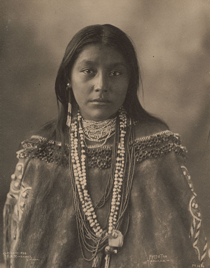 vintage-native-american-girls-portrait-photography-2-575a5eb8ae773__700