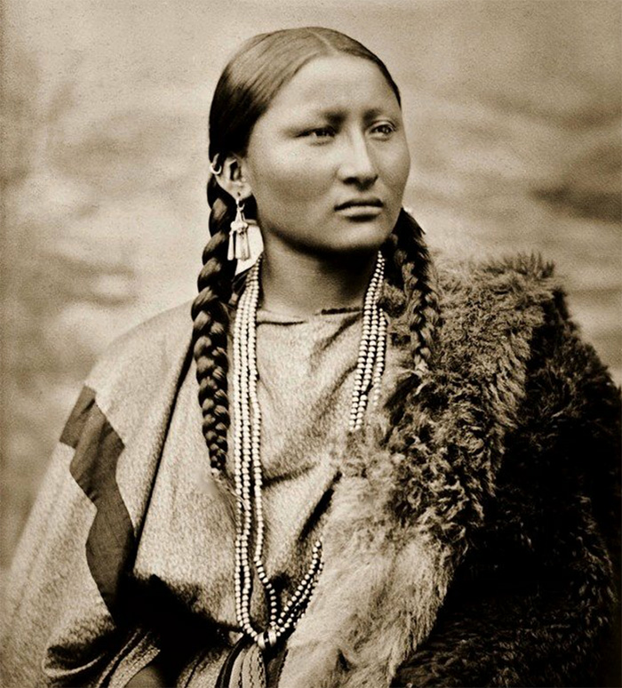 vintage-native-american-girls-portrait-photography-20-575a776bd700f__700
