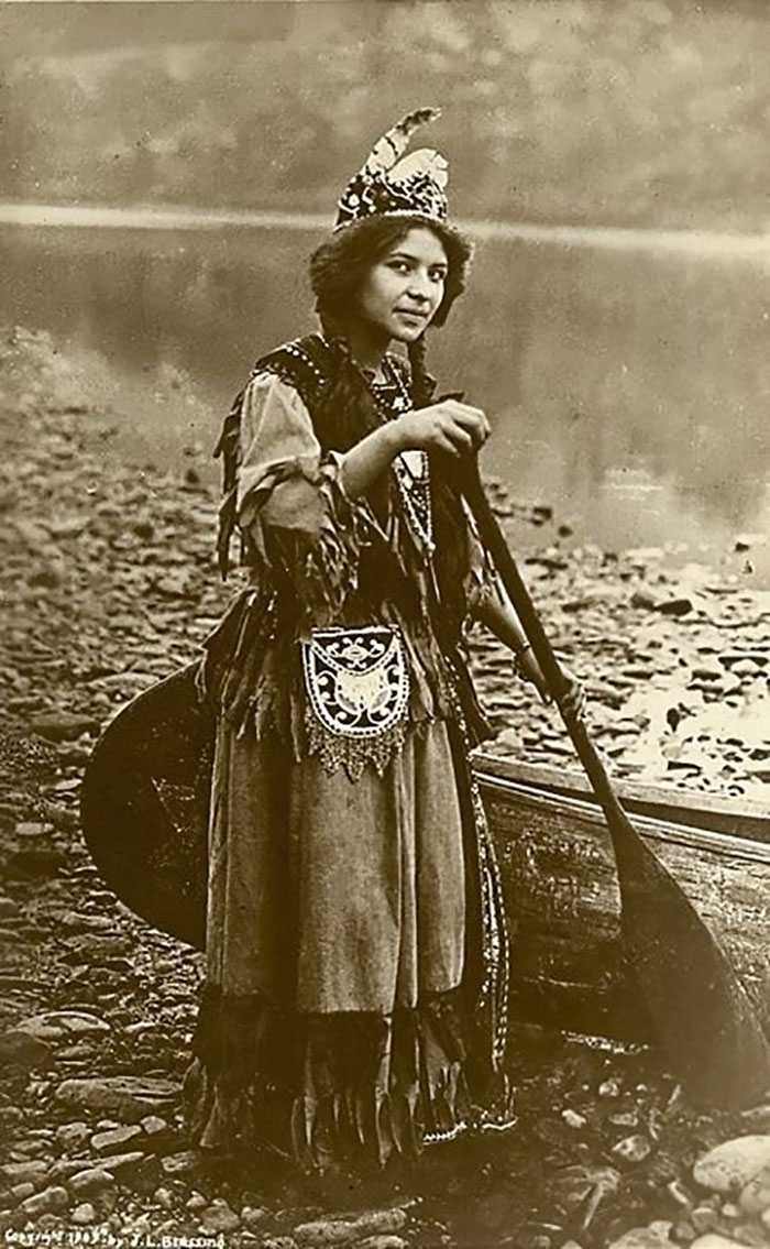 vintage-native-american-girls-portrait-photography-25-575a7ca84eda9__700