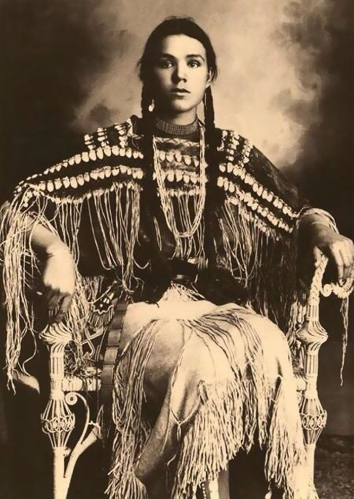 vintage-native-american-girls-portrait-photography-3-575a5ebad17a7__700