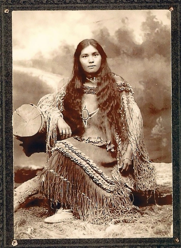 vintage-native-american-girls-portrait-photography-4-575a628b4db32__700