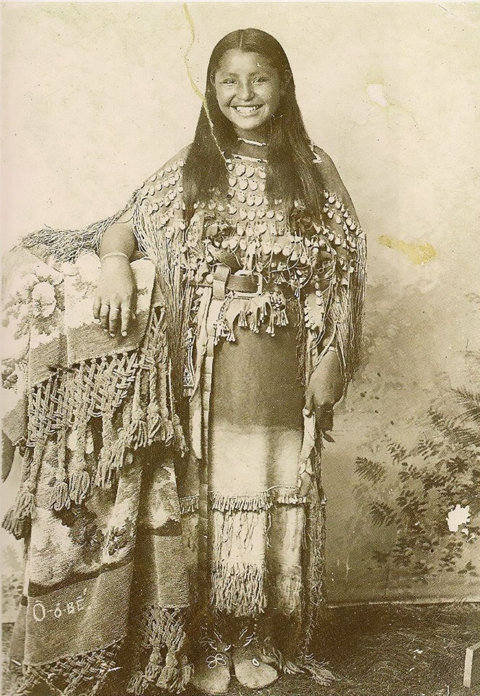 vintage-native-american-girls-portrait-photography-8-575a67c04228f__700