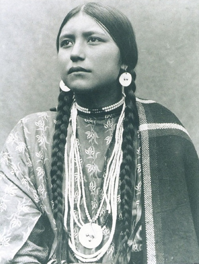 vintage-native-american-girls-portrait-photography-9-575a68df4ef86__700
