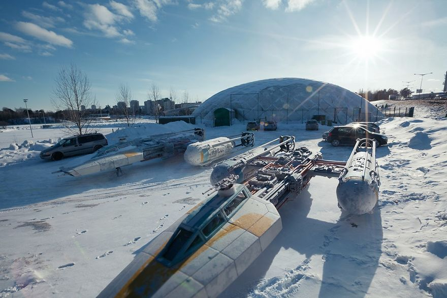 Amazing-forced-perpective-Star-Wars-toy-photographs-570e0ee8723e9__880