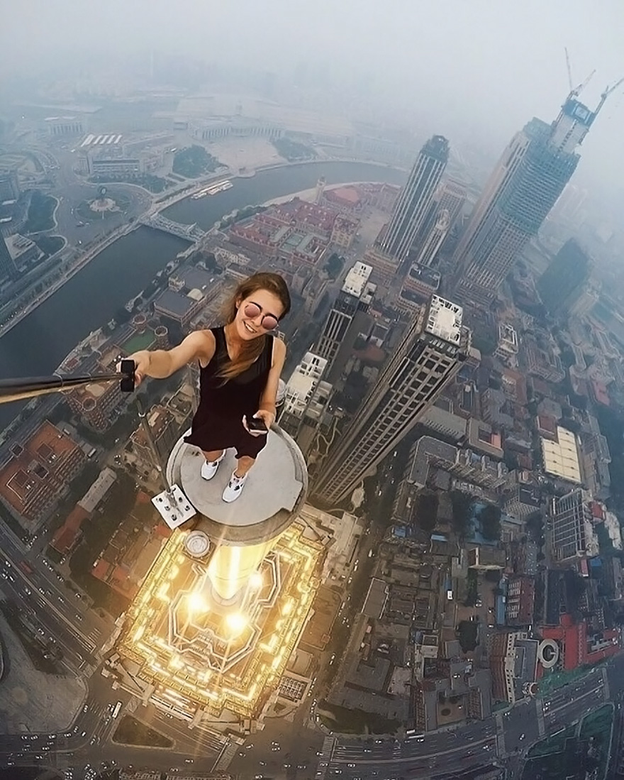 roof-climbing-girl-dangerous-selfies-angela-nikolau-russia-1